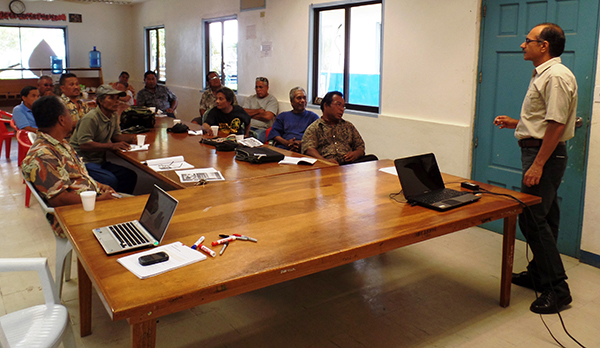 Dr Verma presents information for the Chuuk farmers and Land Grant staff.