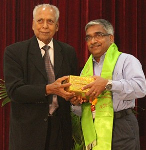 Dr. Muru receives a momento from Dr. Kirti Singh, Chairman, World Noni Research Foundation.